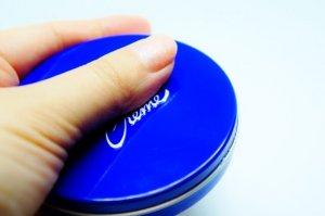 青い缶のニベア