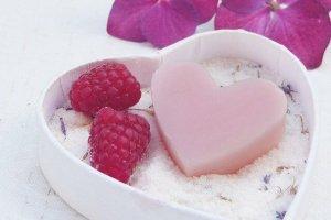 ハートの石鹸と苺