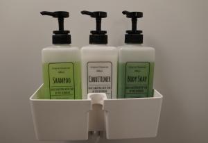 シャワー室のシャンプー