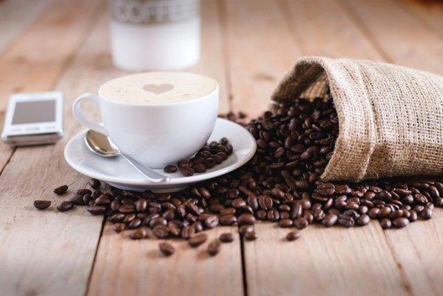 コーヒーカップろコーヒー豆