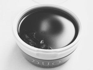 黒いクレンジングバーム